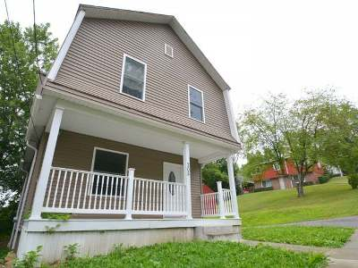Warren Single Family Home For Sale: 205 Division Street