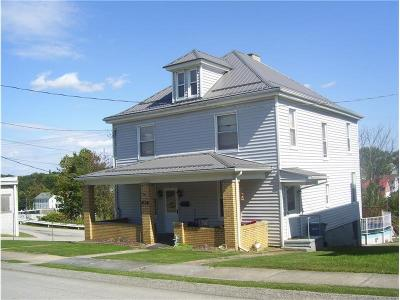 Single Family Home For Sale: 105 Center Ave