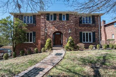 Monroeville Single Family Home For Sale: 136 Monticello Dr