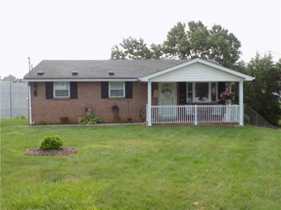 Single Family Home Contingent: 118 West Hempfield Drive