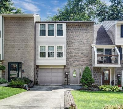 Townhouse Contingent: 221 Timber Dr