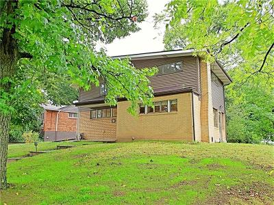 Wilkins Twp Single Family Home For Sale: 400 Kingston Dr