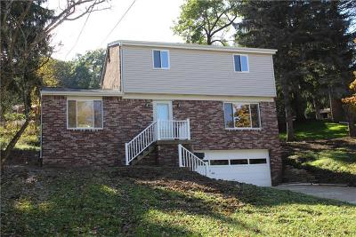 Penn Hills Single Family Home For Sale: 129 Country Club Dr