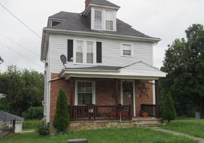 Single Family Home For Sale: 111 Center