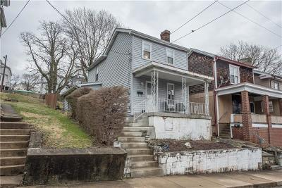 Single Family Home For Sale: 623 Vine St