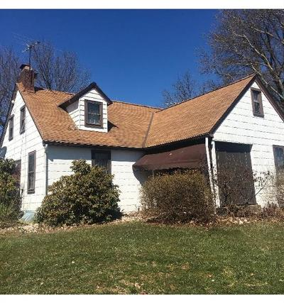 Irwin Single Family Home For Sale: 400 Chaucer