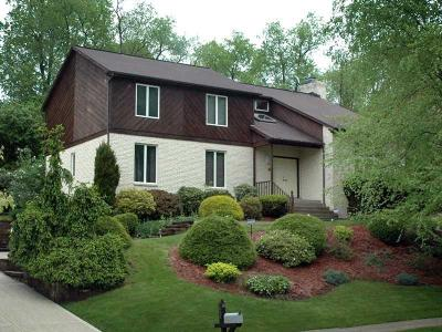 Monroeville Single Family Home For Sale: 116 Trotwood Dr