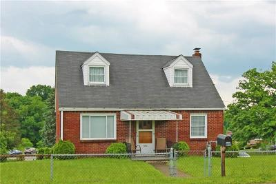 Single Family Home For Sale: 1090 Clay Pike