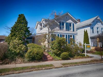 Single Family Home For Sale: 200 College