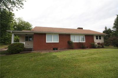 Ligonier Twp PA Single Family Home For Sale: $152,000
