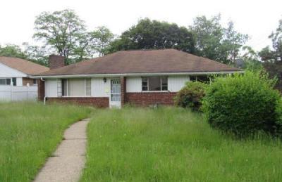 Verona Single Family Home For Sale: 5836 Heberton Dr