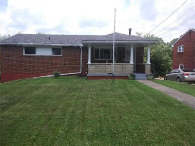 North Huntingdon Single Family Home For Sale: 798 Colonial Manor Rd