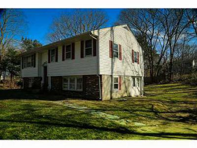 South Kingstown RI Single Family Home Sold: $239,900
