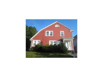 Cranston Single Family Home For Sale: 150 Narragansett St