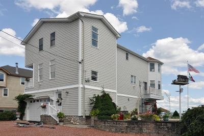 Warwick Single Family Home For Sale: 54 Bradford Av