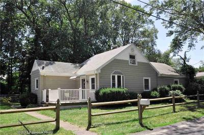 Cumberland Single Family Home Act Und Contract: 17 Pequot Av