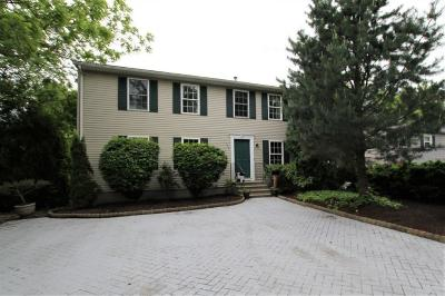 Cranston Single Family Home For Sale: 116 Woodbury Rd