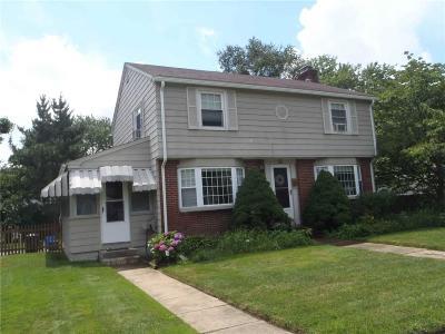 Cranston Single Family Home For Sale: 22 Fairlawn St