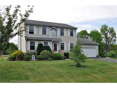 Johnston Single Family Home For Sale: 21 Ashley Ct