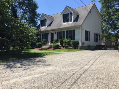 Lincoln Single Family Home For Sale: 1436 Old Louisquisset Pike