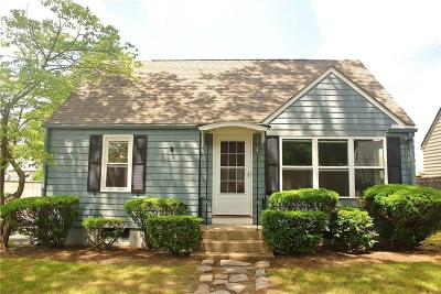 Cranston Single Family Home For Sale: 44 Westhill Dr