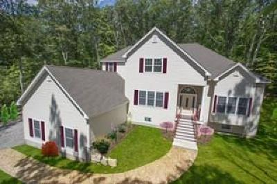 Cumberland Single Family Home For Sale: 208 Nate Whipple Hwy
