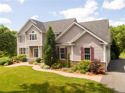 West Greenwich Single Family Home For Sale: 72 Buck Hollow Dr
