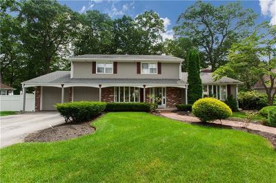 Cranston Single Family Home For Sale: 212 Bretton Woods Dr