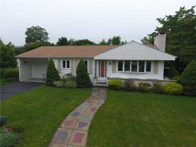 Cumberland Single Family Home For Sale: 85 Meadowcrest Dr