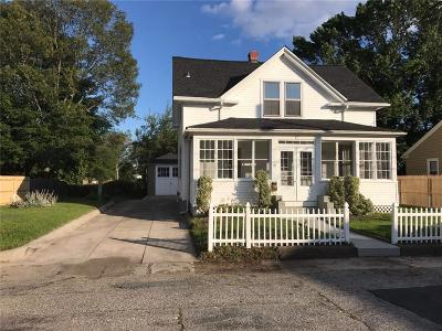 Johnston Single Family Home For Sale: 17 Cottage St