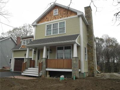 North Providence Single Family Home For Sale: 581 Fruit Hill Av