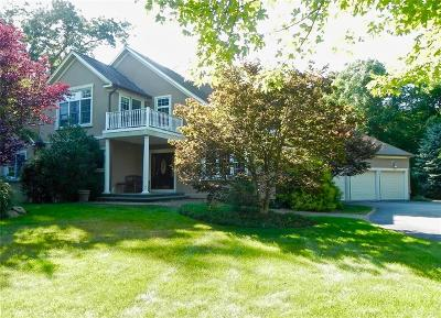Cranston Single Family Home For Sale: 121 Crest Dr