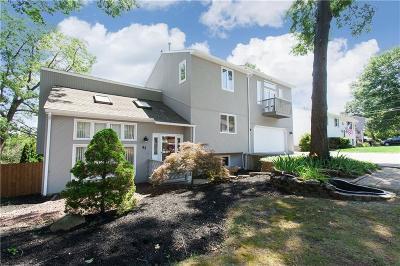 Cranston Single Family Home For Sale: 43 Robin Hood Rd