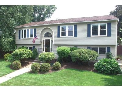 Cranston Single Family Home For Sale: 20 Apple Hill Dr