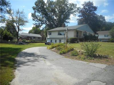 Cumberland Single Family Home For Sale: 16 Oakhill Dr