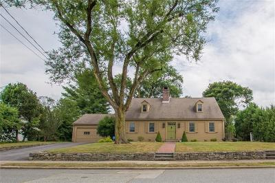 Pawtucket Single Family Home For Sale: 18 Anawan Rd