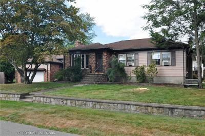 Cranston Single Family Home For Sale: 130 Canonchet Trl