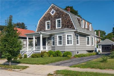 Cranston Single Family Home For Sale: 41 Moorland Av