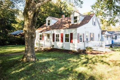 Cumberland Single Family Home For Sale: 30 Mohawk St
