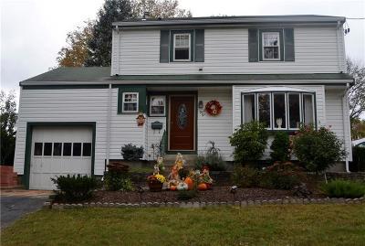 Woonsocket Single Family Home For Sale: 46 Beacon Av