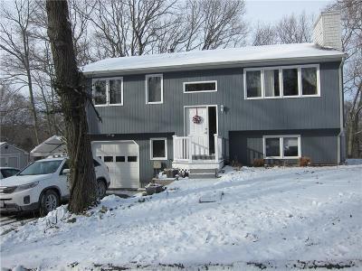 Johnston Single Family Home For Sale: 55 Oak Tree Dr