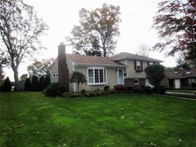 Cranston Single Family Home For Sale: 60 East Bel Air Rd