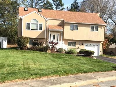 Cranston Single Family Home For Sale: 59 Valley View Dr