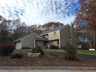 Johnston Single Family Home For Sale: 23 Beechnut Dr