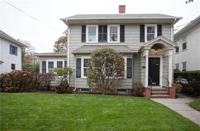 Pawtucket Single Family Home For Sale: 163 Oak Hill Av