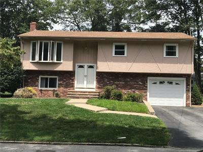 Cranston Single Family Home For Sale: 33 Rockcrest Dr
