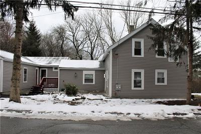 Cumberland Single Family Home For Sale: 19 Hardwick St