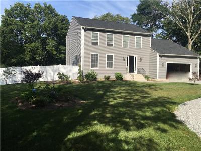 Johnston Single Family Home For Sale: 12 Woodlake Dr