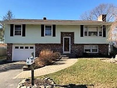 Cumberland Single Family Home For Sale: 14 Timberwolf Dr