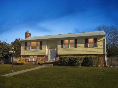 North Kingstown Single Family Home For Sale: 114 Apple Tree Ct